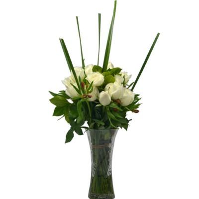 One Dozen White Color of Roses Arrangement in Vase